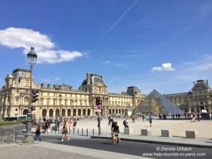 Innenhof Louvre Paris