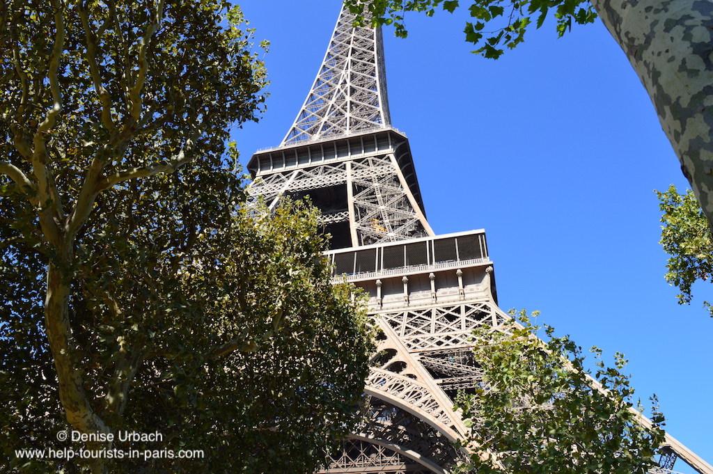 Eiffelturm Paris aus der Nähe