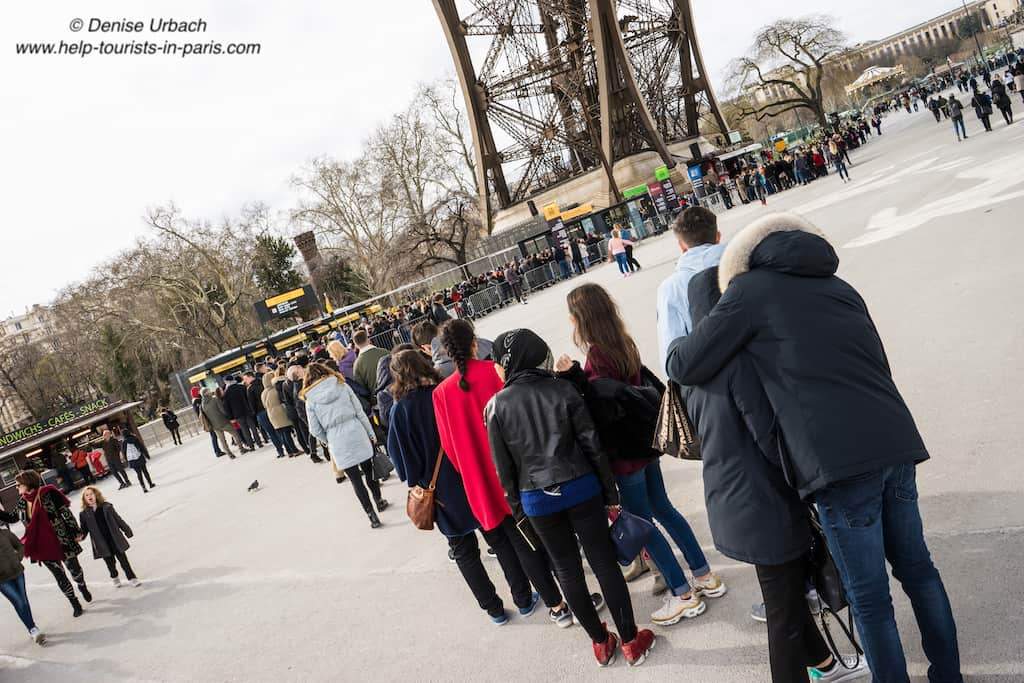 Eiffelturm_Warteschlange_am_Ticketoffice