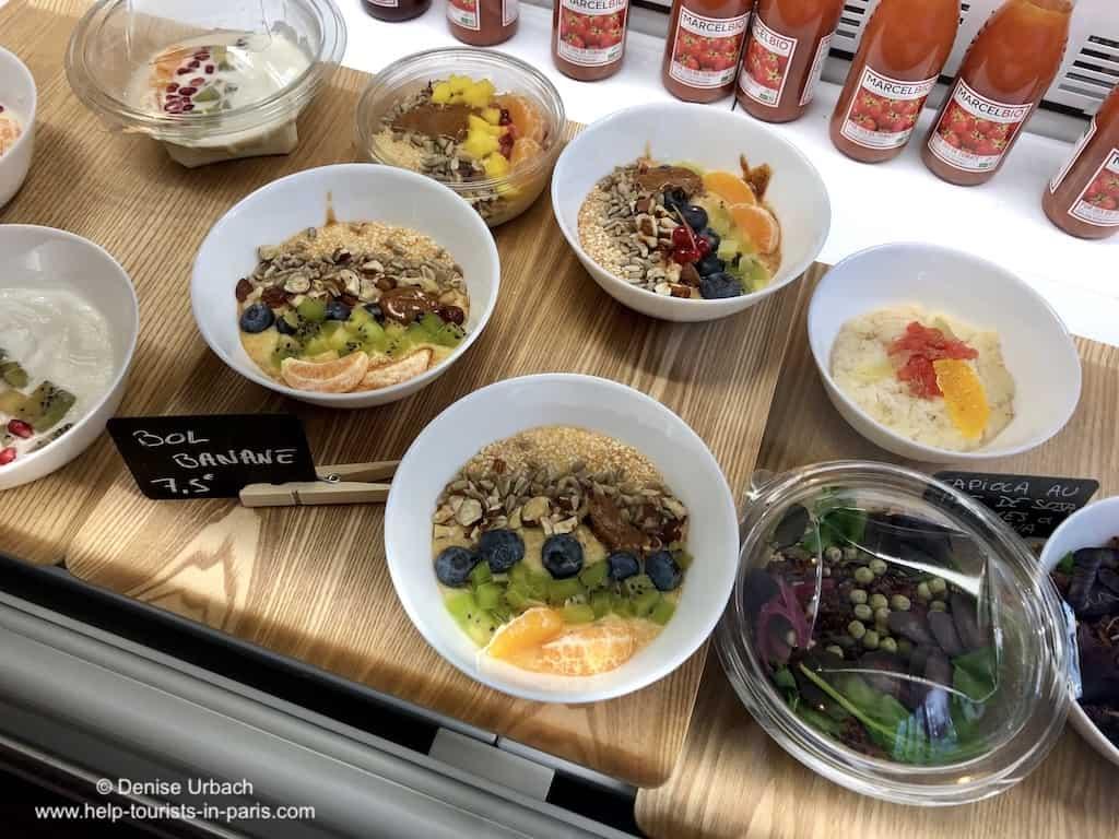 Frühstücken in Paris : Touristen in Paris