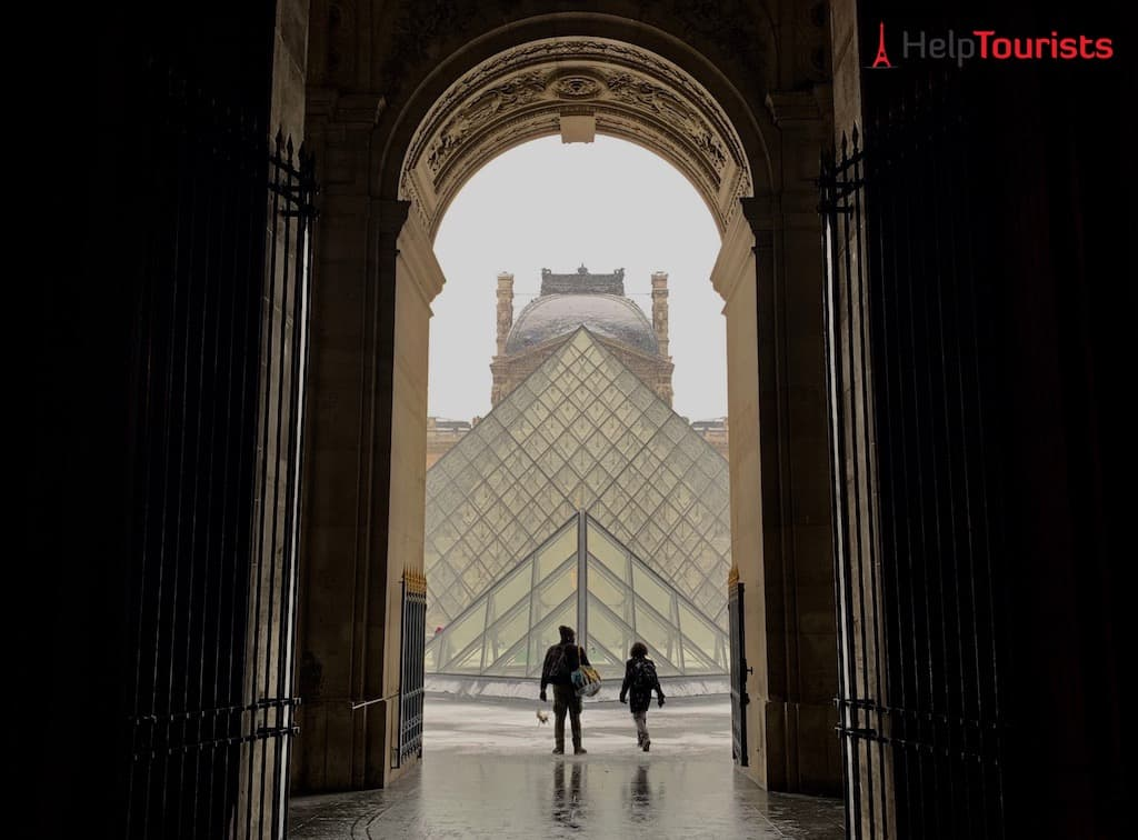 Glaspyramide am Louvre