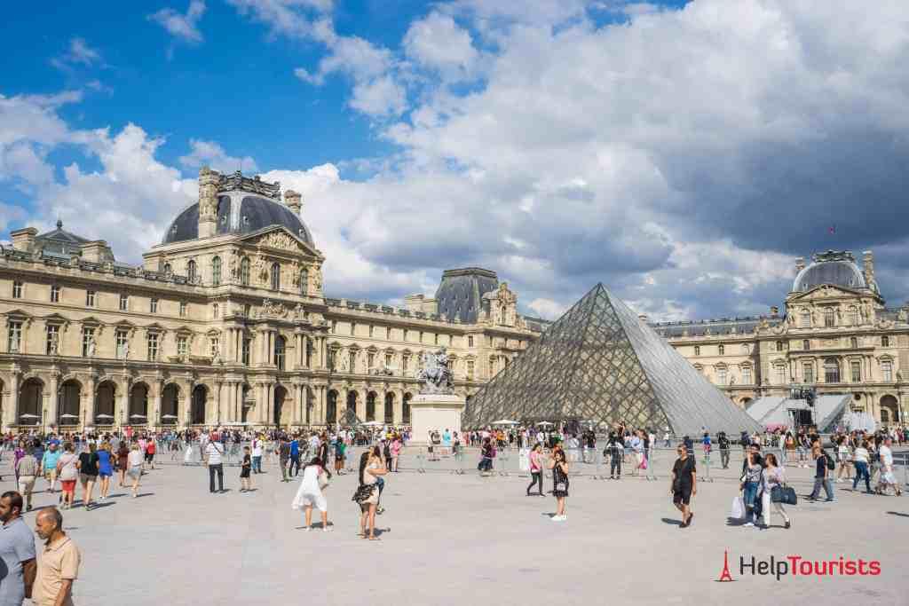 PARIS_Louvre_Platz_gesamt_02_l