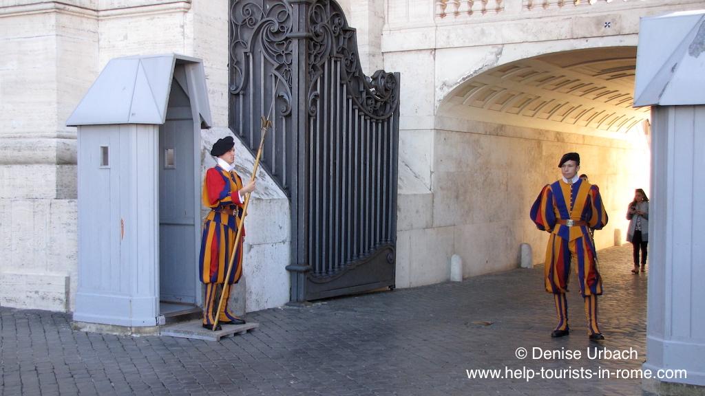 schweizer-garde-im-vatikan-in-rom