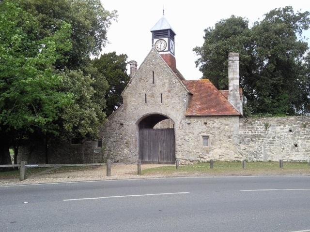 Gateway to Beaulieu grounds