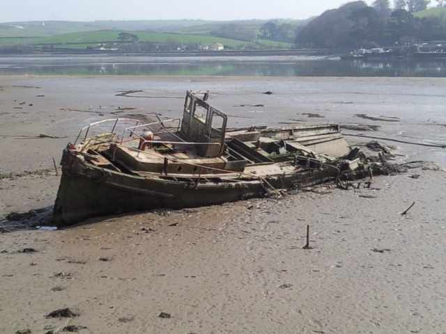decaying boat on the banks of the Torridge