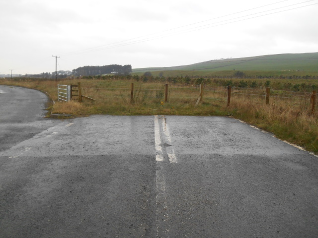 Old A75 alignment terminating suddenly in a field