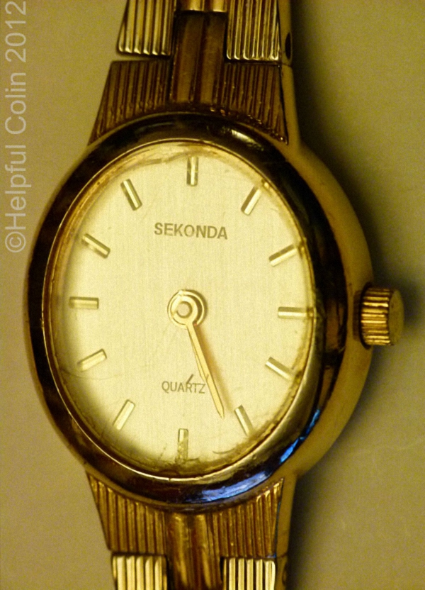 changing a watch battery in a sekonda quartz watch