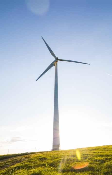 Tuulivoima on uusiutuvaa energiaa.