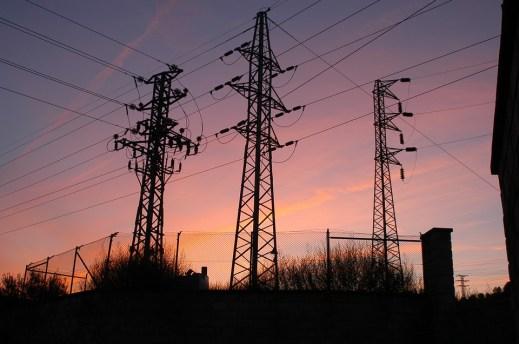 Sähkön siirtolaskulla maksetaan sähköverot.