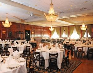 Chicago Wedding Venues Maggianos Little Italy Grand