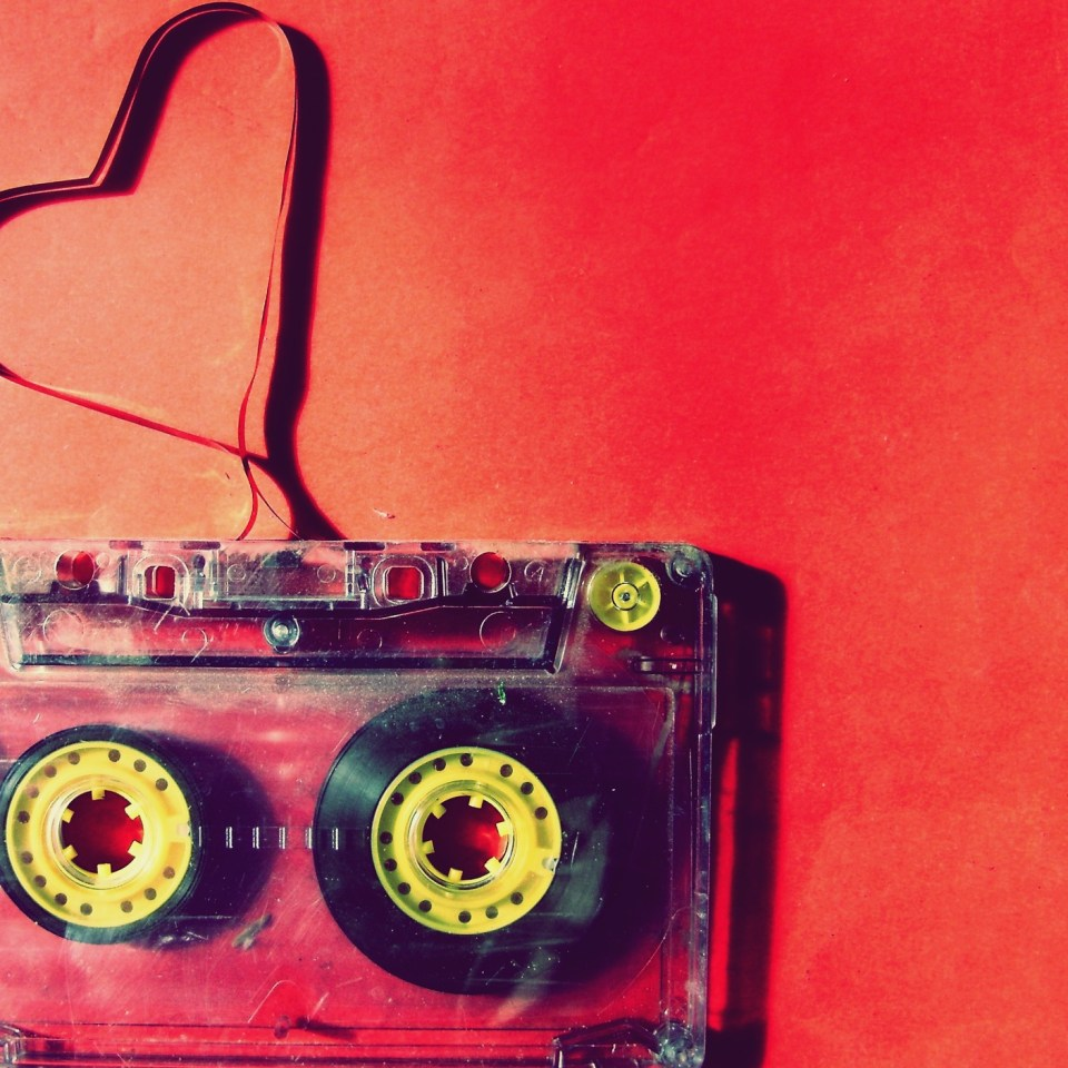 a-heart-made-of-band-of-cassette-love-music-1920×1408