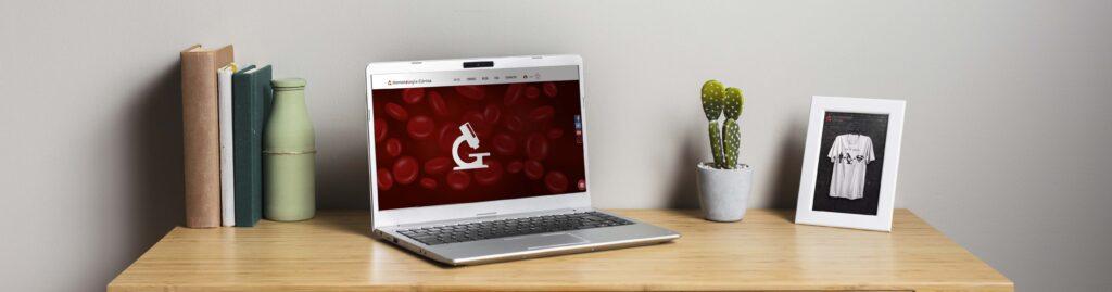 Escritorio con computadora en Hematología clínica