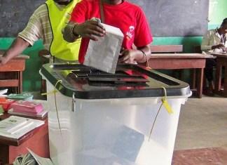 Des électeurs dans un des postes de vote de la capitale lors des législatives d'octobre 2018 © Africapostnews / HA