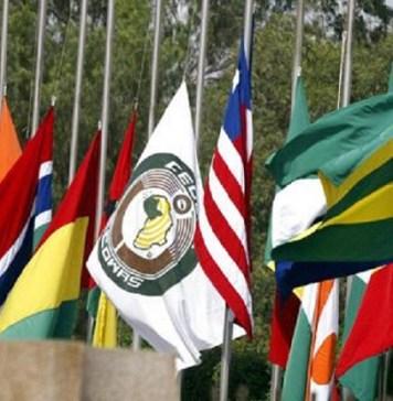 Drapeaux des pays membres de la CEDEAO flottant lors du forum des parlementaires de la communauté © afrique.latribune.fr
