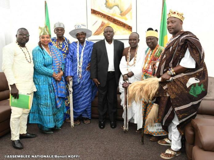Le président de l'Assemblée nationale du Bénin entouré des têtes couronnées à la suite de leur audience dans son cabinet ce mercredi 4 septembre 2019 © parlement béninois