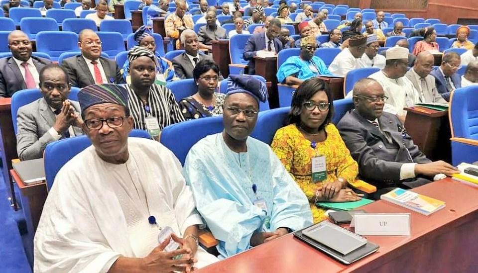 Des délégués lors de la 2ème journée du dialogue politique tenu du 10 au 12 octobre 2019 à Cotonou, Bénin © J. F/ HA