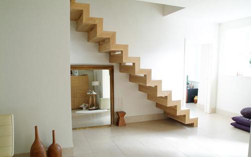 Snygg trappa med ljusgenomsläpp