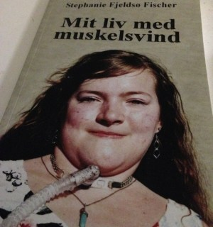 """Hende Jensen blog - boganmeldelse af """"Mit liv med muskelsvind"""" af Stephanie Fjeldsø Fischer"""