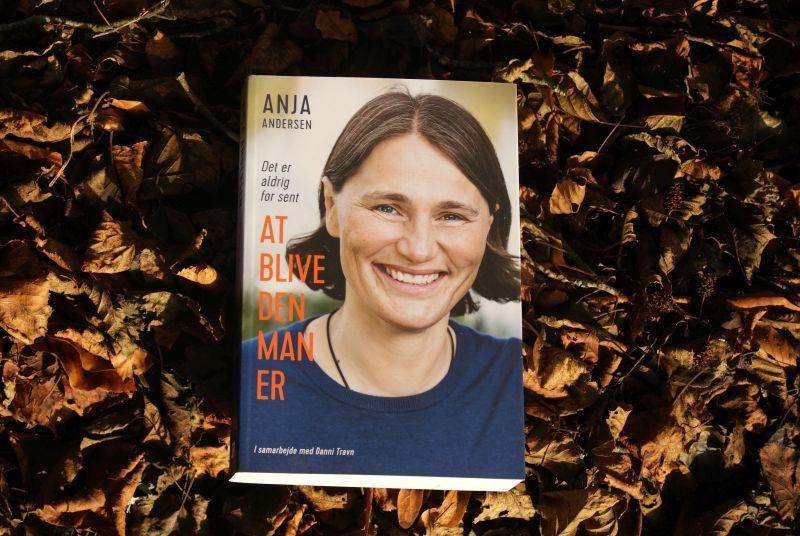 """""""Det er aldrig for sent at blive den, man er"""" af Anja Andersen - Bogifnken bogblog"""