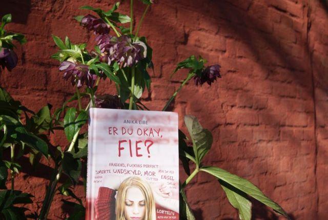 """""""Er du okay, Fie?"""" af Anika Eibe - boganmeldelse - Bogfinken bogblog"""