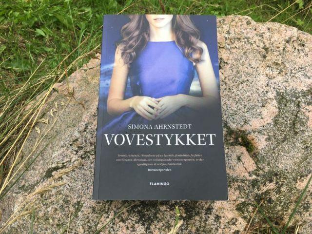 Vovestykket af Simona Ahrnstedt - Bogfinkens bogblog