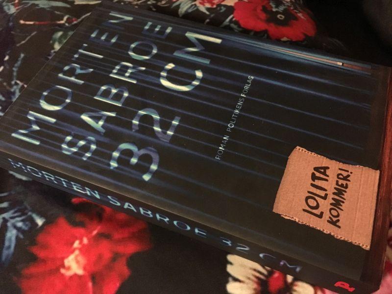 32 centimeter af Morten Sabroe - Bogfinkens bogblog
