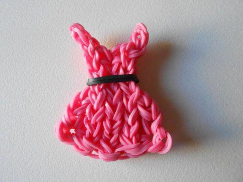 Розовое платье для куклы