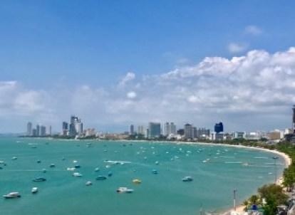 Upeat näkymät hotellilta Pattayan rantaviivalle