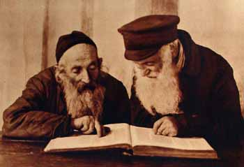 "Alter Kacyzne, ""Pinsk Jews Reading Mishnah,"" 1924. Source: YIVO Institute for Jewish Research via Wikimedia Commons."