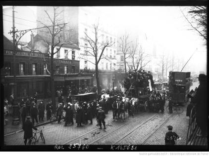11-1-13, enterrement du dernier omnibus. Agence Rol, 1913.