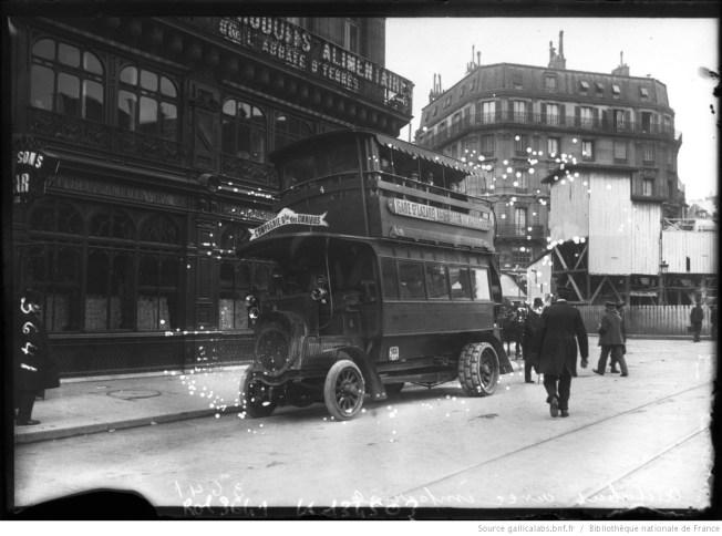 Autobus avec impériale de la CGO. Photographie de presse, agence Rol, 1909