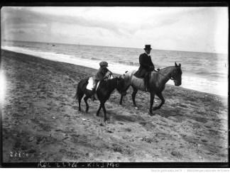 Deauville, photographie de presse, Agence Rol, 1912. Photographie négative sur verre, 13 x 18 cm.