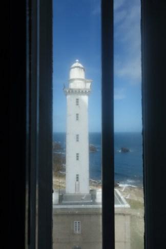 L'ancien phare vu d'une fenêtre. Photographie personnelle.
