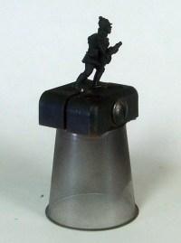 figure-holder-05