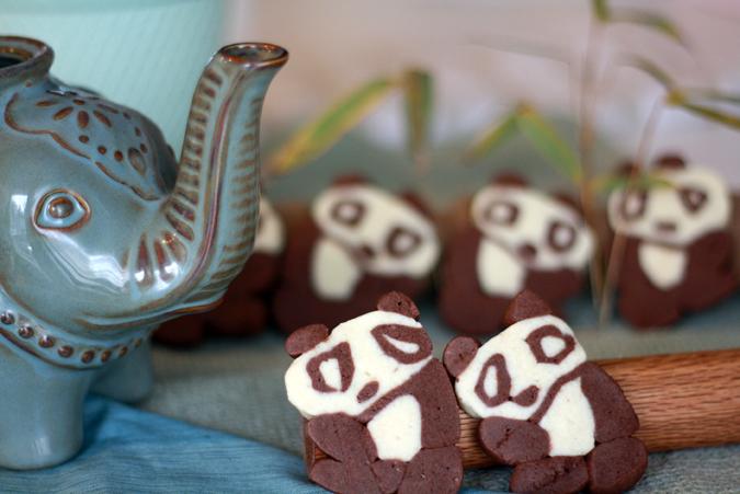 Chocolate and vanilla panda cookies, from heoyeahyum.com