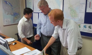 PICTURE OF DELTARES AND FLOOD FORECASTERS at the operational flood desk