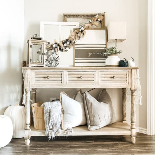 How to Decorate an Entryway Table Seasonally