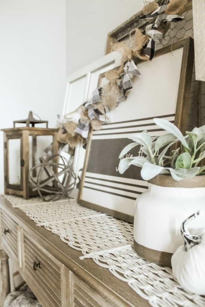 fall entryway table decor