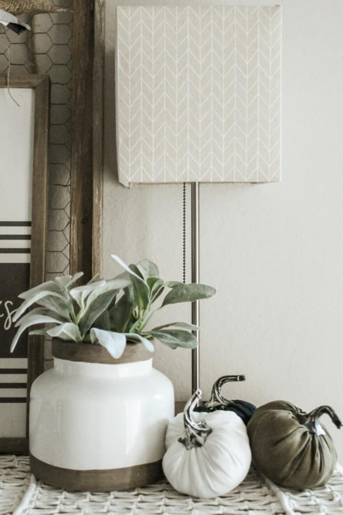 how to decorate an entryway table