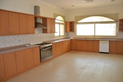 4BR villa with private pool for rent in Saar  (10)