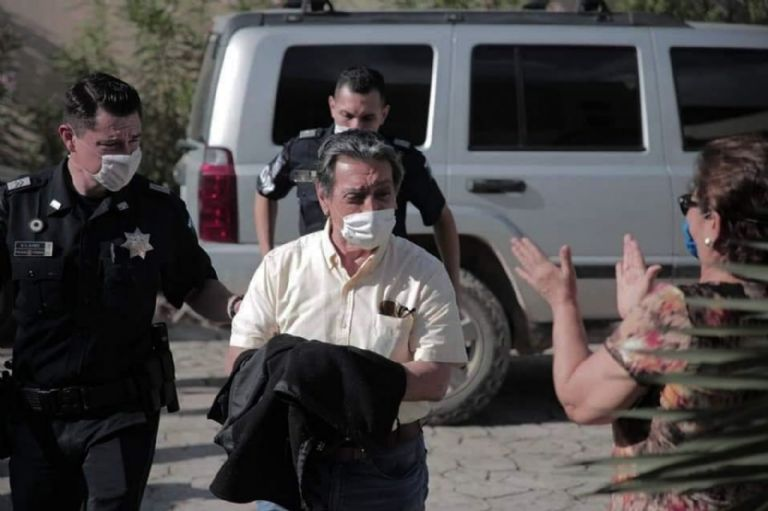 Fue capturado en 2001 acusado de nexos con el Cártel de Juárez.