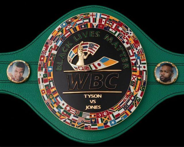 ESPECIAL. Éste es el cinturón conmemorativo que se les entregó a ambos, en alusión a un sueño hecho realidad. Foto: Cortesía