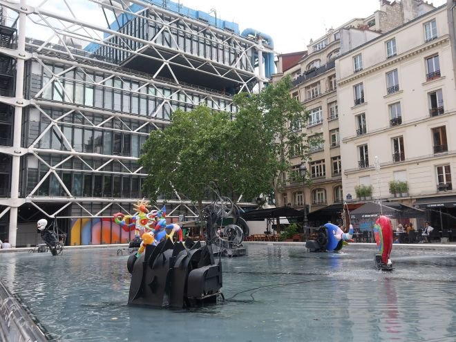 Pompidou von der Seite