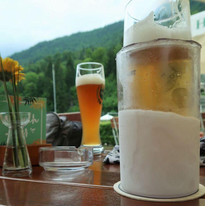 Bierglas Cooler im Schwimmbad Oberau