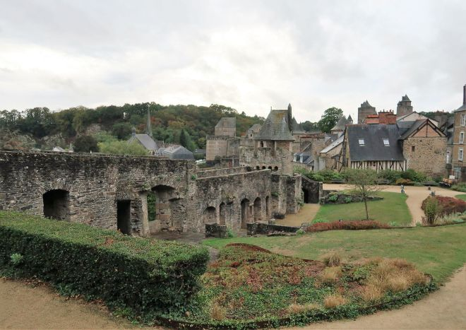 Alte Stadtmauer in Fougeres