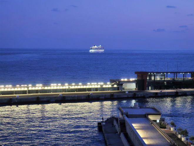 Viking Sky bei der Abfahrt aus Monte Carlo