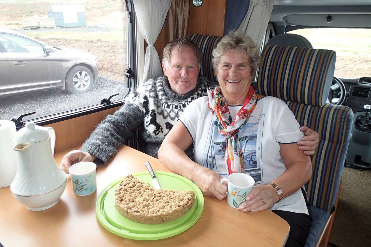 Dòra and her husband who took me on a road trip. Great pie!!