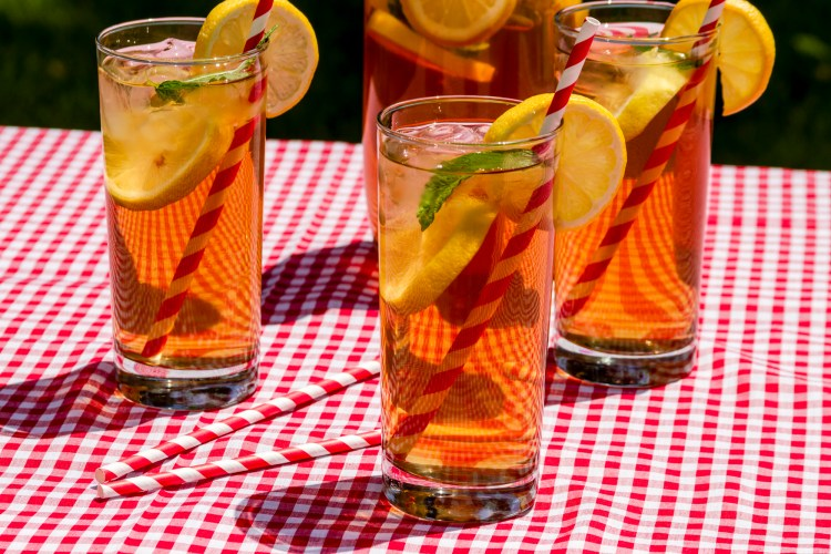 Learn how to make herbal sun tea. Sun tea brings out the flavor and medicinal qualities of herbs and also infuses with the sun, our most valuable solar energy. #SummerHerbalTeas #SummerHerbalDrinks #SunTeaRecipes #MakeSunTea #Herbalism #HerbalMedicine