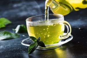 hot chinese green tea with mint