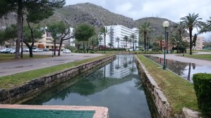 Canals and gardens near the Siesta Apartments
